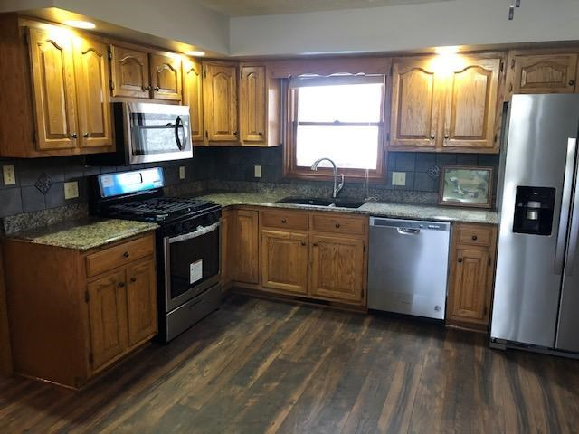 Granite tops and Brand New Appliances